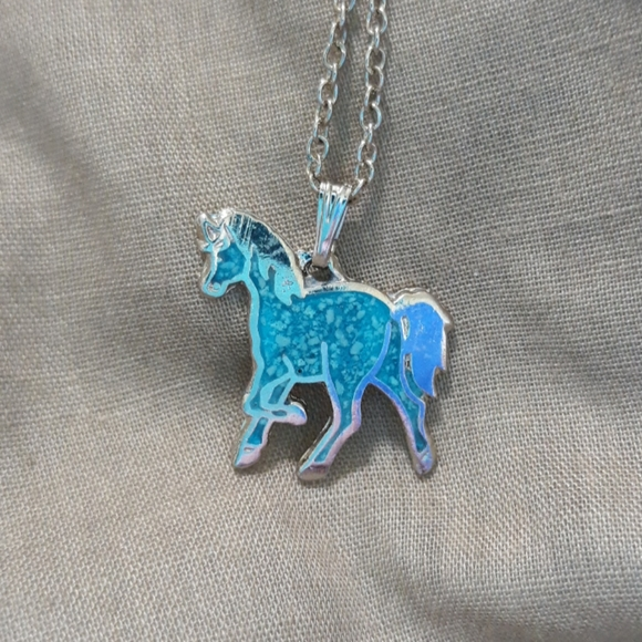 Horse charm with chain